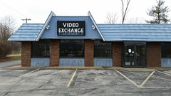 Video Exchange - Columbia, IL_20151211_114230e (Wampa-One) Tags: abandoned vacant outofbusiness videostore columbiail videoexhange