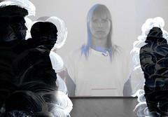 Projektion (Ekatharina) Tags: film handy foto display fenster spiegel menschen beamer blick acryl personen szene beobachten schwarm wahrnehmung gedanken ebenen anschauen