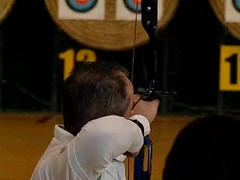 Archery Slow Motion (danielebenvenuti) Tags: game fly slow indoor volo bow arrow archery arco gara rallenty