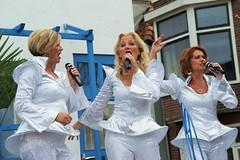 ABBA is back (Turkstra fotografie) Tags: alkmaars ontzet grote middag optocht 2016 8oktober zingen zangeressen abba turkstrafotografie
