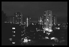 *** Vos photos *** (Fontenay-sous-Bois - Officiel) Tags: fontenay fontenaysousbois regionparisienne valdemarne iledefrance 94 94120 valdefontenay night nuit batiments banlieue cités architecture nocturne nb bw