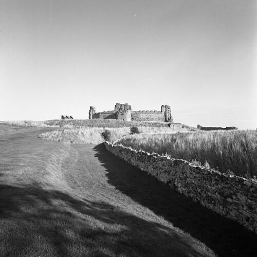 tantallon castle ruins