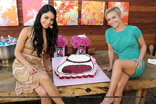 371-polkatots cupcake cakes