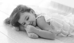 Calma (belen_bm) Tags: bn blanco negro girl niña dormir calma sonrisa niñez felicidad