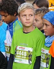Looking up (Cavabienmerci) Tags: switzerland suisse schweiz run running race runner laufen lauf lufer course  pied coureur coureurs athlete athletes jungen boy boys kids kid garons gurten classic gurtenclassic berne bern sport sports