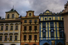 Colorful windows, Prague (andbog) Tags: sony alpha ilce a6000 sonya6000 emount mirrorless csc sonya sonyα sonyalpha sony⍺6000 sonyilce6000 sonyalpha6000 ⍺6000 ilce6000 architettura architecture apsc building edificio dusk crepuscolo cloudy nuvoloso overcast praga prague praha prag repubblicaceca cechia českárepublika czechrepublic boemia čechy böhmen oldtownsquare staroměstskénáměstí novéměsto windows finestre oss sel 1650mm selp1650 facade façade facciata