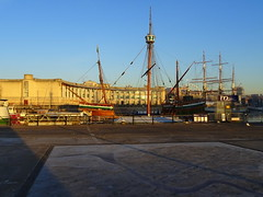 Museum Square in Bristol (chibeba) Tags: bristol winter 2016 december city england english urban southwest southwestengland britain greatbritain europe harbourside harbour bristolfloatingharbour frost frosty museumsquare
