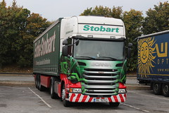 15013 - EDDIE STOBART EUROPE - GENERAL CARGO (GAZ SELLERS) Tags: green photo europe republic czech general euro steel parking william cargo busy photograph delivery czechrepublic registered driver parked spotted eddie foreign chesterfield fuel spotting services ese highline scania lefthanddrive stobart 15013 longjourney curtainsider 3sl weekendrest
