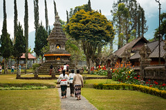 (the.redhead.and.the.wolf) Tags: people bali lake indonesia temple group buddhism ulundanu bratanlake