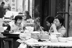 Chef smoking (GaRiTsanG) Tags: china street bw canon blackwhite streetphotography xian streetphoto 40d stphotographia