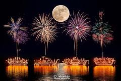 illuminated_boat_procession_01r (khunkay's gallery) Tags: boat 15 11 illuminated procession 2558 พระจันทร์ พลุ นครพนม เดือน ขึ้น พญานาค ออกพรรษา ธาตุพนม ค่ำ นาแก ศรีสงคราม เรณูนคร ประเพณีไหลเรือไฟ เลียบริมฝั่งแม่น้ำโขง ถนนสุนทรวิจิตร ขบวนเรือไฟ ลำน้ำโขง พาแลง ลอยเรือไฟ วัดโพธิ์ศรี ท่าอุเทน นาหว้า บ้านแพง ปลาปาก โพนสรรค์ วังยาง นาทม
