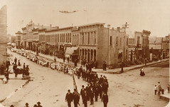 Parade for 1908 Home Coming, Rounding Corner