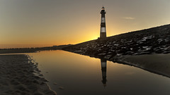 lighthouse Breskens (explored) (Niek Goossen) Tags: lighthouse sunrise breskens zeeuwsvlaanderen zeeland netherlandsnorthsea noordzee