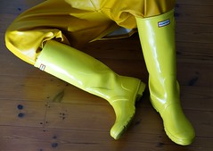 Rainwear archive pics (essex_mud_explorer) Tags: wellies wellingtons wellington wellingtonboots rubberboots gummistiefel gumboots rainboots rubberlaarzen hunter hunterwellies hunterboots yellow bibandbraces bib rainwear rainbib raincoat hellyhansen nusfjord
