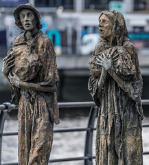 FAMINE MEMORIAL AT CUSTOM HOUSE QUAY IN DUBLIN [ARTIST - ROWAN GILLESPIE]-122174 (infomatique) Tags: famine greathunger faminememorial customhousequay northwall dublin ireland infomatique williammurphy rowangillespie