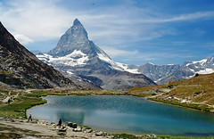 das Matterhorn (welenna) Tags: alpen alps switzerland summer schwitzerland snow schnee sky see swiss stone berge blue blumen mountains mountain matterhorn view landscape lake light clouds cloud water wasser wallis wasserspiegel relief riffelsee