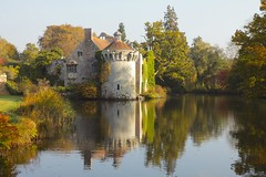 Scotney Castle & Gdns (Adam Swaine) Tags: scotney gardens castles nt kent kentnt swaine 2016 uk canon autumn water lakes english england britain seasons flora british highweald nationaltrust southeast palaces manorhouses statelyhomes cottages historical castlespalacesmanorhousesstatelyhomescottages