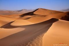 K2X_9986 巴丹吉林沙漠 dune (愚夫.chan) Tags: 沙漠 desert 沙丘 dune 內蒙古自治區 innermongoliaautonomousregion 巴丹吉林沙漠 光影 lightandshadow 陽光 藍天 沙紋 風吹沙