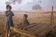 Baiga children in morning fog (wietsej) Tags: baiga children morning fog konicaminoltamaxxum7digital dynax 7d tamron sp af 1750mm f28 xr diii ld asp if maikal hills chhattisgarh india mist