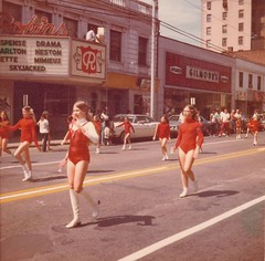 Parade in front of the Robins Theater. 5-30-1972, Warren, Ohio (Downtown Warren History) Tags: warren ohio oh robins theater parade street scene 1970s trumbuli county