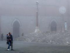 """"""" Siena, a foggy day """" < Explore > (pigianca) Tags: italy siena fog couple cathedral piazzadelduomo santamariadellascala streetphoto urbanphoto historicalcenter leicam9 summilux50mmf14iv explore"""
