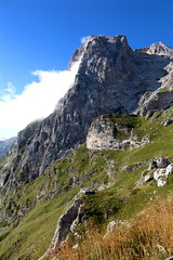 Gran Sasso, montagne d'Abruzzo (annamaria_iezzi) Tags: montagne italia nuvole cielo di gran tivo roccia sentiero prato paesaggio abruzzo passeggiata appennini sasso teramo prati