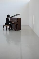 Sonate de noir à blanc/From Black to White sonata/Från svart till vit sonata (Explore) (Elf-8) Tags: music white grey piano