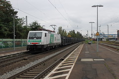 E-loc 189 822-0(Königswinter 10-10-2015) (Ronnie Venhorst) Tags: road railroad sport yard train canon deutschland eos rebel track outdoor d siemens eisenbahn rail railway zug bahnhof cargo 64 railwaystation freeway vehicle locomotive loc mm t3 es bahn railways f4 trein spoor logistics duitsland 1100 königswinter 189 spoorwegen lok treinen ers spoorweg 2015 elok 822 1435 eloc br189 1100d materieel containertrein ersr eos1100d spoormaterieel eos1100 boboel steiermarkbahn