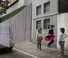 Suzhou_kids jumping rope on street (Charles R. Yang) Tags: china color suzhou streetkids jumpingrope