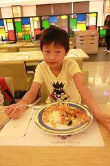 IMG_8848.jpg (小賴賴的相簿) Tags: family kids canon happy 50mm stm 台中 小孩 親子 陽光 chrild 福容飯店 5d2 老樹根 麗寶樂園 anlong77