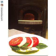 @look4plan en Instagram! (Look4Plan) Tags: with y para milano ideal salsa tu pesto con tomate mozzarella fresca empezar caprese compartir recorrido albahaca  isolarestaurant repostapp look4eat