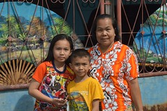 with grandma (the foreign photographer - ) Tags: grandma boy girl portraits children thailand nikon colorful grandmother bangkok clothes fans bang bua khlong bangkhen d3200 jul52015nikon