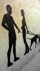 Arte mural de rua. (Jos Argemiro) Tags: arlivre exterior pintura rua grafite monocromtico pretoebranco namoro namorados amor cachorro co arte animal