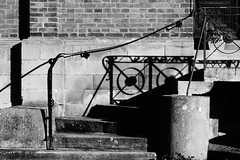 Stift Fischbeck (II) (pix-4-2-day) Tags: hessischoldendorf treppe geländer handlauf handrail shadow schatten backsteine bricks steps stufen curve kurve geschwungen stiftfischbeck stairs blackandwhite monochrome black white highcontrast schwarzweis kontrast pix42day
