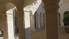 DSCF0114 Couvent des Minimes, Aubeterre-sur-Dronne (Charente) (Thomas The Baguette) Tags: aubeterresurdronne charente france monolith cave church tympanum glise glisenotredame saintjacques caminodesantiago sexyguy chateau cloister minimes mithra mithras cult