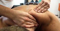 """Die Massage. Die Massagen. Der Rücken des Mannes wird massiert. Der Mann bekommt eine Rückenmassage. • <a style=""""font-size:0.8em;"""" href=""""http://www.flickr.com/photos/42554185@N00/30885244945/"""" target=""""_blank"""">View on Flickr</a>"""