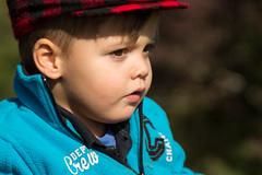 Kilyan (Kaya.05) Tags: enfant niño portrait bokeh extérieur personne outdoor nature automne couleurs lac insouciance regard cute canon hautesalpes france