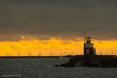 DSC03761 (De Hollena) Tags: coucherdesoleil faro holland ijmuiden lespaysbas leuchtturm niederlande noordpier noordzee nordsee ocaso pier sonnenuntergang sunset thenetherlands vuurtoren windenergie windkracht windkraft windmolen windmühle wolke zonsondergang