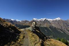 Val d'Aosta - Valsavarenche: vallone di Levionaz, la cappellina a Levionaz Dessous e i pendii sopra Eaux Rousses (mariagraziaschiapparelli) Tags: valdaosta valsavarenche levionaz montagna mountain parconazionaledelgranparadiso pngp allegrisinasceosidiventa escursionismo camminata eauxrousses
