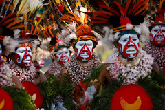 dancers at Mt Hagen festival (puuuuuuuuce) Tags: dancers feathers papuanewguinea mthagenshow