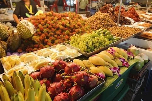 at Hua hin night market in Thailand. #huahin #thailand #market #nightmarket #furuits #asia #nikon #d700 #tokina #atx1628 #ニコン #トキナー #タイ #フアヒン #市場 #フルーツ