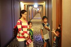 IMG_8815.jpg (小賴賴的相簿) Tags: family kids canon happy 50mm stm 台中 小孩 親子 陽光 chrild 福容飯店 5d2 老樹根 麗寶樂園 anlong77