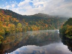 Rursee im Herbst (Marcus Grndler) Tags: autumn sky cloud lake fall see herbst himmel wolke