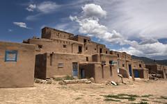 Pueblo de Taos (alouest225) Tags: alouest225 nikon d750 nikon28300 usa unitedstates etatsunis newmexico taospueblo adobe
