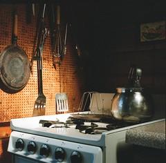 toaster (.grux.) Tags: hasselblad 503cx czplanarcf80mmt film mediumformat 120 6x6 kodakportra800 stove cabin toaster kettle georgianbay