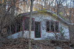 Ladentown Bungalow (rchrdcnnnghm) Tags: abandoned house bungalow ladentownny pomonany rocklandcountyny oncewashome
