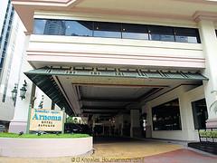 Arnoma Hotel in Ratchadamri road in 2013, Pathumwan District, Bangkok, Thailand. (samurai2565) Tags: pathumwan hualamphongrailwaystation bangkok thailand railwaysinthailand bangkokrailwaystation erawanshrine chitlom rama1road skytrain policehospital phloenchitroad lumphinipark