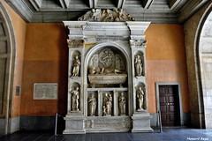 Sepulcro de Bernat de Vilamarì. (Howard P. Kepa) Tags: cataluña barcelona monasteriodemontserrat montserrat bernatii sepulcro mausoleo tumba escultura