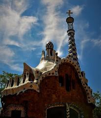 Nubes sobre Gaudi (enrique1959 -) Tags: martesdenubes martes nubes nwn barcelona catalua espaa parque parqueguell gaudi arquitecto arquitectura