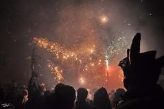 Correfoc 046 (Pau Pumarola) Tags: correfoc foc fuego feu fire feuer guspira chispa étincelle spark funke festa fiesta fête fest diable diablo devil teufel catalunya cataluña catalogne catalonia katalonien girona diablesdelonyar